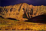 Herbst Sonnenaufgang und Mountain Alberta, Kanada