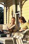 Paar Lesung auf Veranda