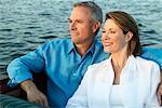 Paar auf Bootsfahrt