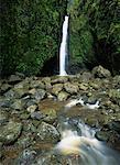 Sacré montagnes Koolau Falls gamme Oahu, Hawaii USA
