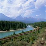 Piste de train de montagne, le Parc National Banff, Alberta, Canada