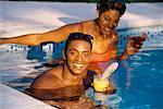 Porträt des Paares im Schwimmbad