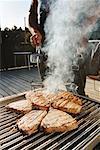 Faire un barbecue dans la Cour de l'homme