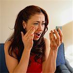 Frau überprüfen Make-up