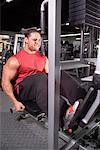 Mann, die Beinpresse im Fitness-Studio zu tun