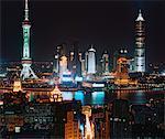 Vue d'ensemble de la ville à la nuit, Pudong, Shanghai, Chine