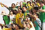 Menschen jubeln bei sportlichen Ereignis