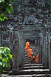 Moines à Angkor Thom, Bayon, Cambodge