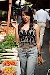 Portrait de femme Shopping au marché de rue, Sao Paulo, Brésil