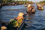 Gens en bateaux fluviaux, Phung Hiep, Vietnam