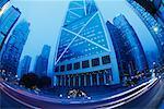 Rue et gratte-ciels, Hong Kong, Chine