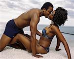 Paar in Unterwäsche, küssen