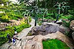 Touristes se promenant dans les jardins botaniques de Singapour, Singapour