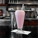Milkshake sur comptoir de la salle à manger