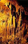 Slovénie, Skocjan, grottes de stalactites éclairés