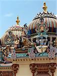 Panthéon colorée au sommet de Hindu Temple de Sri Mariamman, Singapour