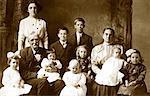 Portrait de famille avec beaucoup d'enfants