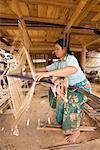 Femme tissant, Laos