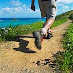 Homme de randonnée sur le chemin, Hawaii