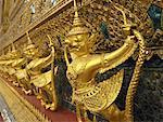 Gros plan de détail de Temple doré au Wat Phra Kaeo, Thaïlande