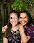 Portrait von Mutter und Tochter im freien