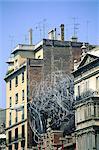 Fondation d'Espagne, Barcelone, Tapies, sculpture moderne sur le toit