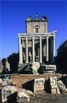 Italie, Rome, le Forum, le Temple d'Antonin et Faustine