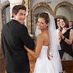 Marcher dans l'allée des mariés