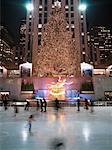 Eislaufen im Rockefeller Center, New York City, New York, Vereinigte Staaten