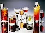 Vue grand angle des verres de boissons cocktails