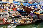 Pêche bateaux au marché, la rivière De Vong, Hoi An, Viêt Nam