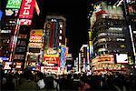 Shinjuku de nuit, Tokyo, Japon