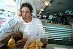 Porträt des Mannes in Diner
