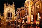 Vue de face de l'abbaye de Bath pendant la nuit, Angleterre