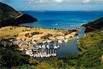 Une flotte de navires ancrés au port, St. Maarten, Caraïbes.