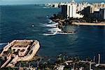 Vue grand angle sur une ville côtière de Porto Rico