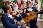 Musiciens mariachi au rassemblement de la famille