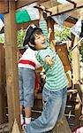 Portrait de garçon faisant semblant d'être un Pirate