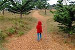 Mädchen zu Fuß entfernt, Carmel, Kalifornien, USA