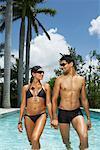 Porträt des Paares im Pool