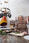 Porträt der Frau in der Küche