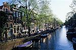 Bateaux dans le canal, Amsterdam, Pays-Bas