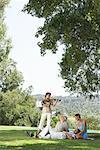 Frau Geigenspiel für Freunde im Freien, Casares, Spanien