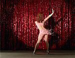 Tänzerin auf der Bühne tanzen