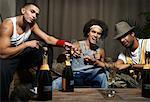 Amis de grillage avec verres de Champagne