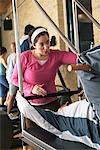 Mann Training mit Pilates Instructor