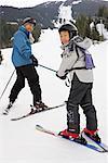 Mann und junge auf Ski Hill, Whistler, Britisch-Kolumbien, Kanada