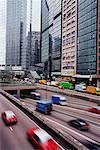 Trafic sur Connaught Road, Hong Kong, Chine