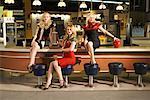 Frauen im Retro-Diner