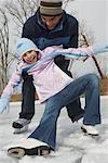 Père fille de capture tout en patinage